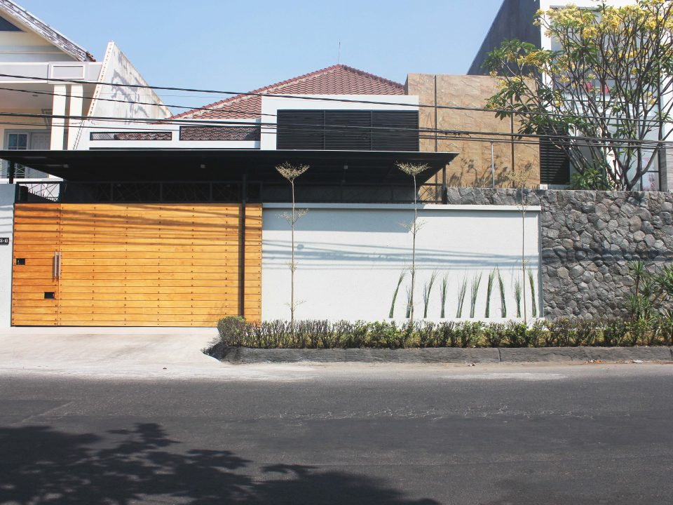 Nginden, Surabaya - Rumah Tinggal Mr.H (LT 16x30m)